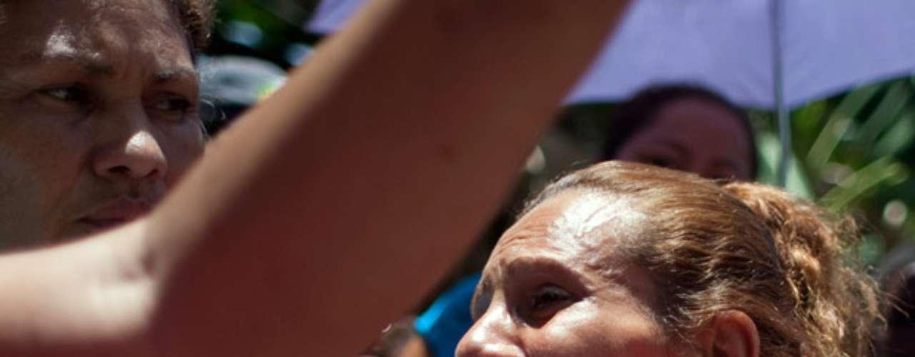 Yajaira Morroy, quien se identificó como madre de uno de los reclusos heridos, dijo en conversación telefónica que la situación dentro de Yare I está tranquila debido a que algunos familiares ya comenzaron a salir, pero admitió que los guardias nacionales \