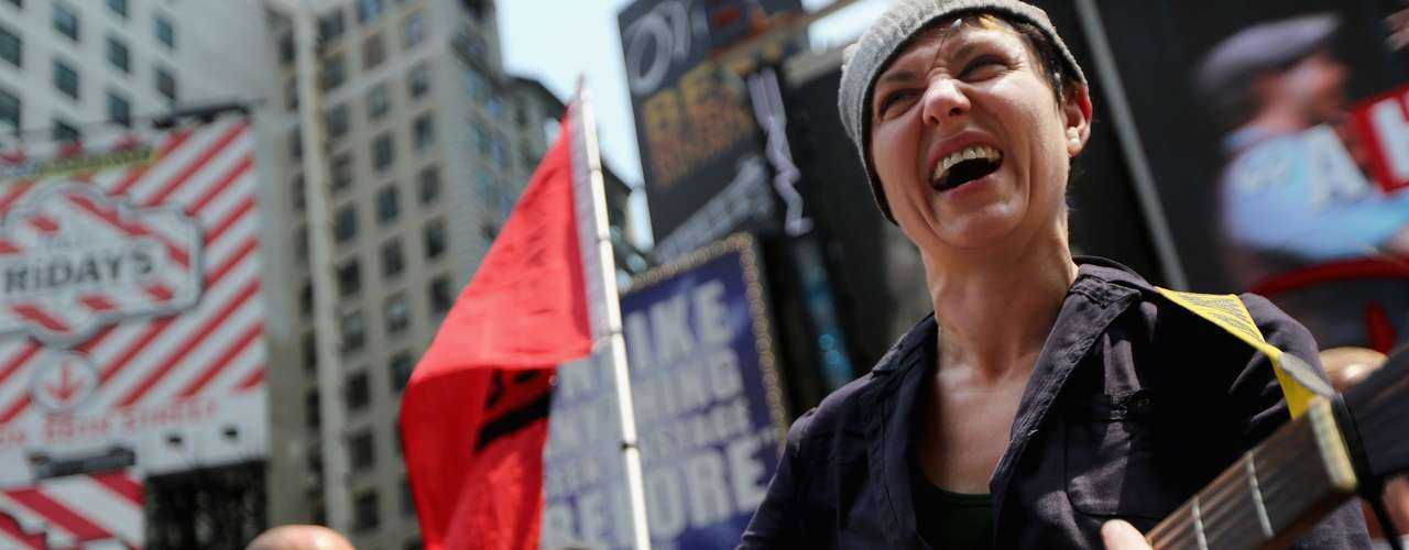 El juicio a las Pussy Riot levantó una campaña internacional en favor de su libertad a la que se han sumado organizaciones de defensa de los derechos humanos y figuras del mundo musical de la talla de Paul McCartney, Sting, Madonna, Björk y bandas como Red Hot Chili Peppers.