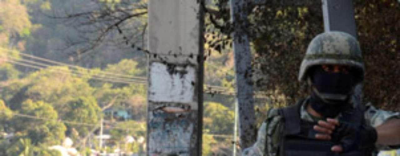 DECAPITADOS: Todo un acto de horror es la decapitación de las víctimas de la delincuencia organizada en México. Y no solamente se halla una persona o dos decapitadas en un mismo lugar, sino que hay decapitaciones en masa y sin distinguir entre hombres o mujeres. El caso reciente más sonado fue el hallazgo de decenas de víctimas en las afueras de Cadereyta, Nuevo León, una de las zonas de trabajo del sanguinario cartel de los Zetas.