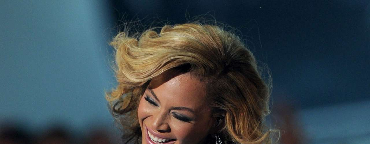 Beyoncé y su esposo Jay-Z ocuparon el primer puesto de las parejas más poderosas del mundo, gracias a un activo de 78 millones de dólares, obtenidos a través de contratos de patrocinio y ganancias de sus empresas, entre ellas la de productos cosméticos Carol's Daughter.