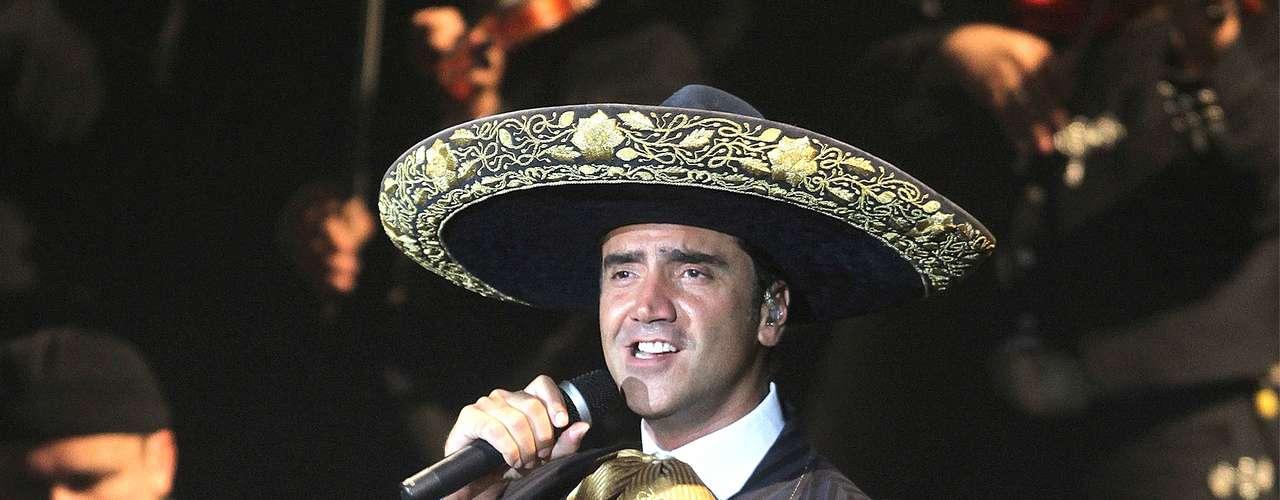 A Alejandro Fernández le falló la memoria en la edición número 10 de los Premios Billboard de la Música Latina, ya que mientras entonaba el hit \