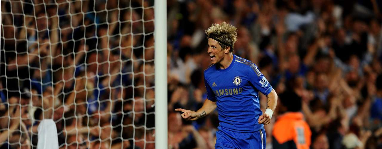 Fernando Torres celebrates after putting up Chelsea 3-2. he was offside but the referee validated the goal