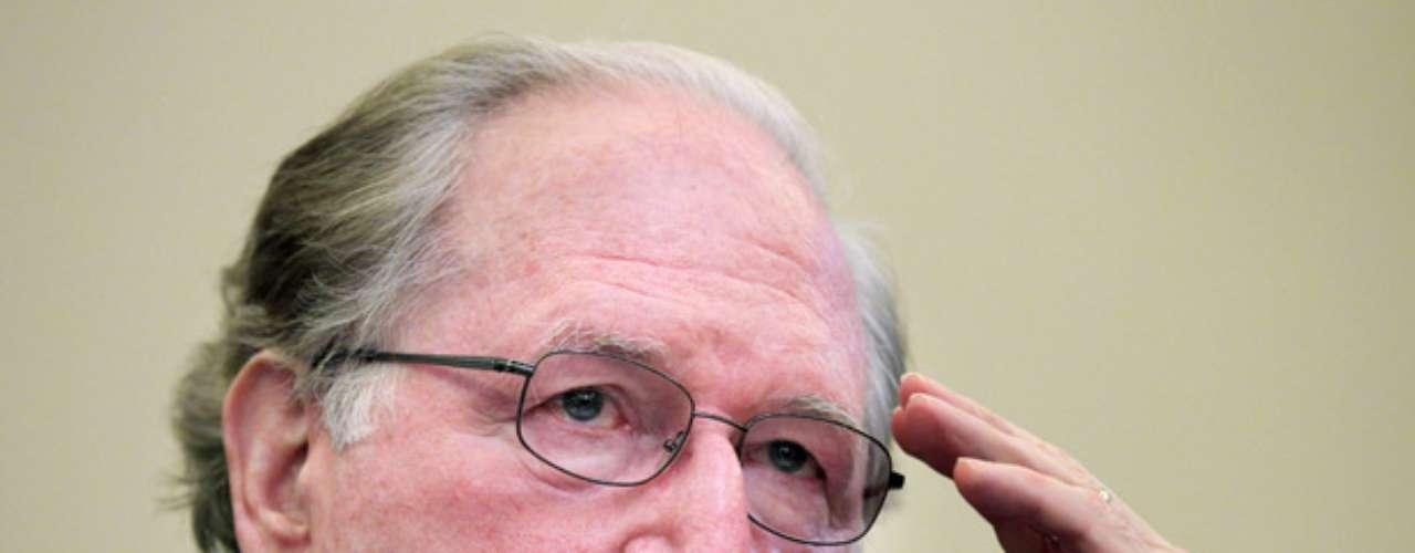 Jay Rockefeller, Senador demócrata por Washington, ocupa la cuarta posición con una fortuna de $83.8millones de dólares. La riqueza de este congresista la ha heredado de generación en generación.