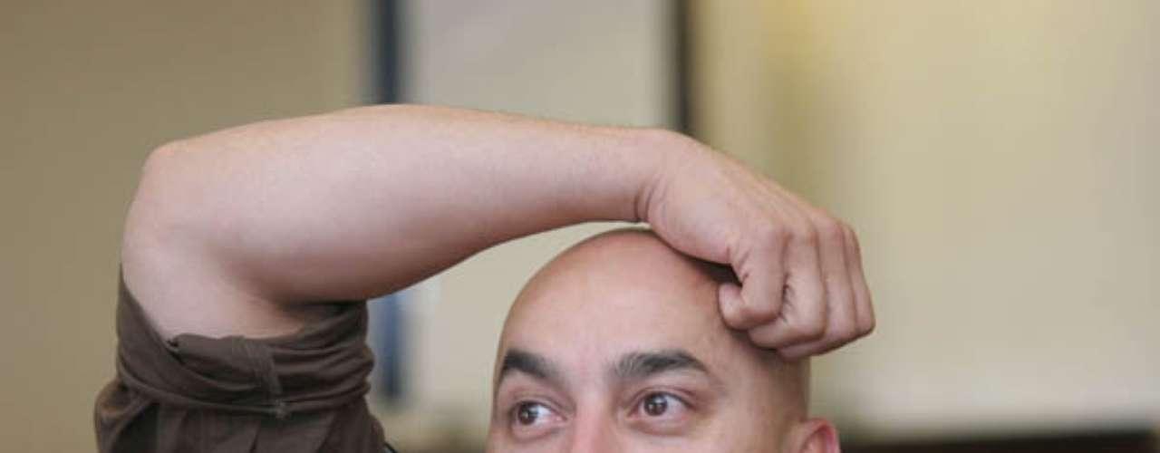 Lupillo Rivera, en el año 2005, tuvo un percance con sus seguidores, al momento que la multitud se fue de frente contra su camioneta, en una de sus presentaciones en Texcoco.