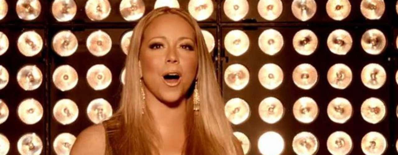 Mariah Carey luce un divino y ajustado traje dorado que levanta a sus poderosas \