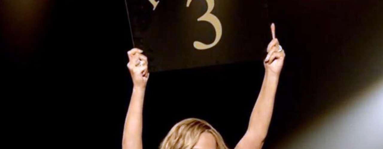 En la historia, Mariah encarna a una sexy animadora, que es la encargada de llevar el conteo de los rounds, en una pelea de boxeo.