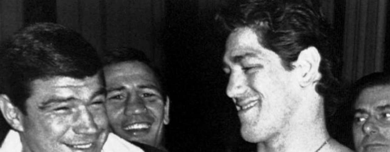 Oscar Bonavena fought against some of the sports greatest combatants including Muhammad Ali  and Joe Frazier. He won 58 fights, lost 9 and drew once. He had a tragic demise as he was killed by Ross Brymer, a bodyguard at a nightclub. He was 33 years old.