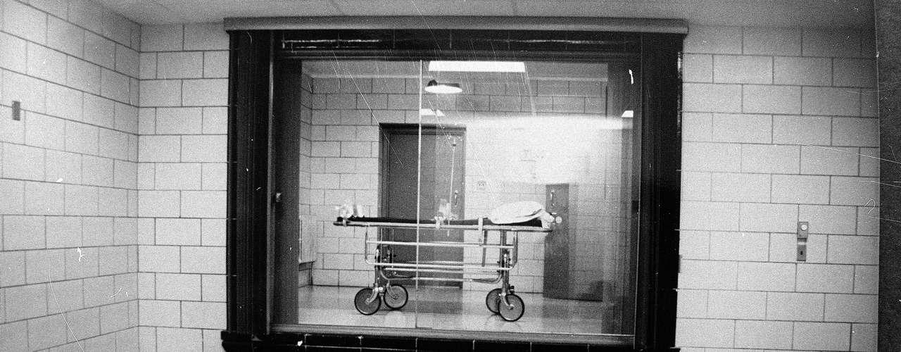 Pero los planes de Haugen van en contra de las ideas que tiene Kitzhaber como gobernador: no sólo se opone a la pena capital por considerarla moralmente inaceptable, sino que dijo que no habría ejecuciones durante este gobierno, algo que demostró cuando emitió una orden para prevenir la inyección letal contra Haugen.