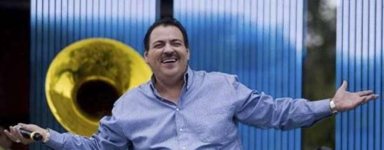 Julio Preciado, confundió las estrofas del Himno Nacional de México, durante la inauguración de la Serie del Caribe de béisbol. En un tono lento y que nada tiene que ver con el ritmo de la canción patria, el cantante literalmente olvidó la letra de la segunda estrofa y la mezcló con otras.