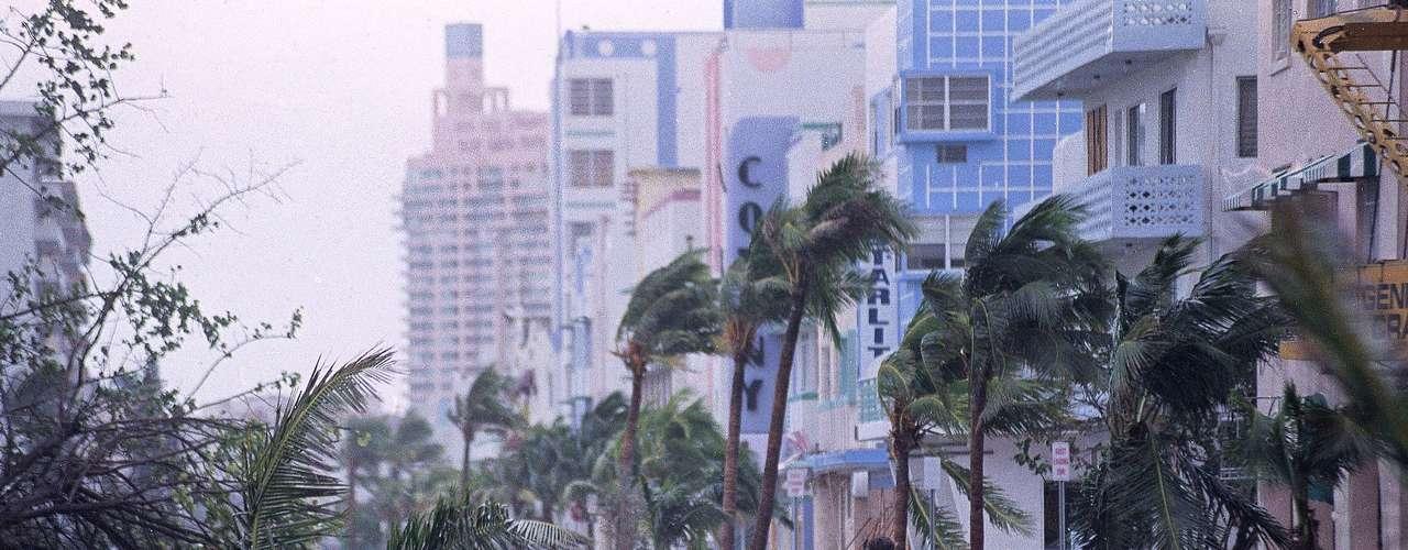 En el sur de Florida destruyó más de 28,000 casas y 107,000 sufrieron daños. Mientras, unas 180,000 personas quedaron sin techo y 1.4 millones de personas sin electricidad.