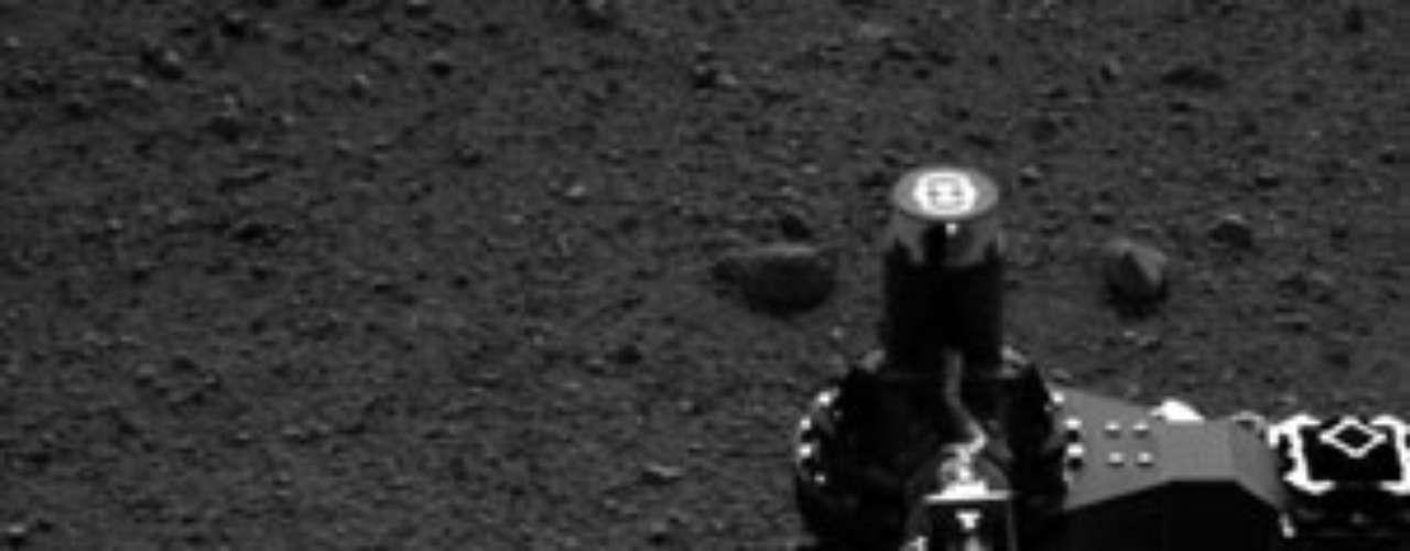 Durante los próximos días, el rover permanecerá en Bradbury Landing realizando diferentes revisiones de instrumentos y estudiando los alrededores, antes de dirigirse hacia su primera parada prevista localizada a 400 metros hacia el este-sureste, un lugar denominado Glenelg y donde confluyen tres formaciones geológicas.