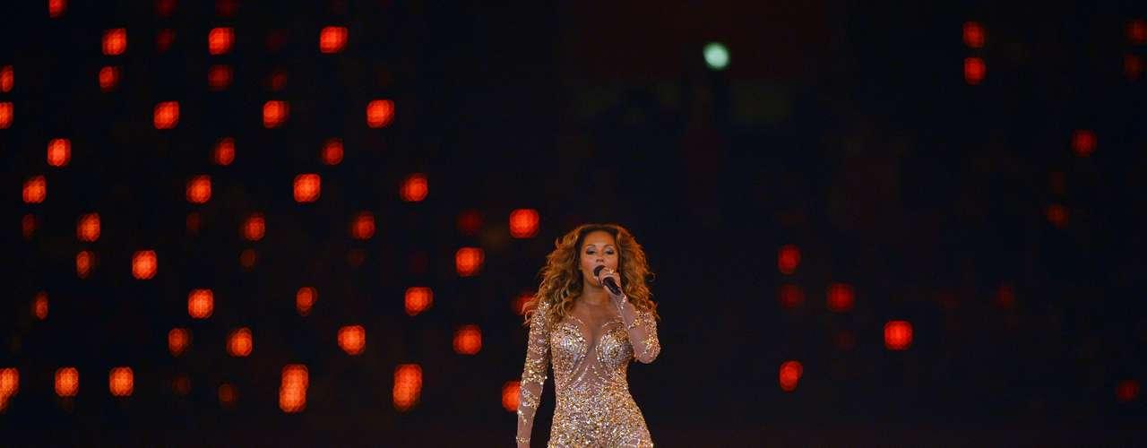 Totalmente divina Melanie B hechizó en al cierre de los Juegos Olímpicos Londres 2012.
