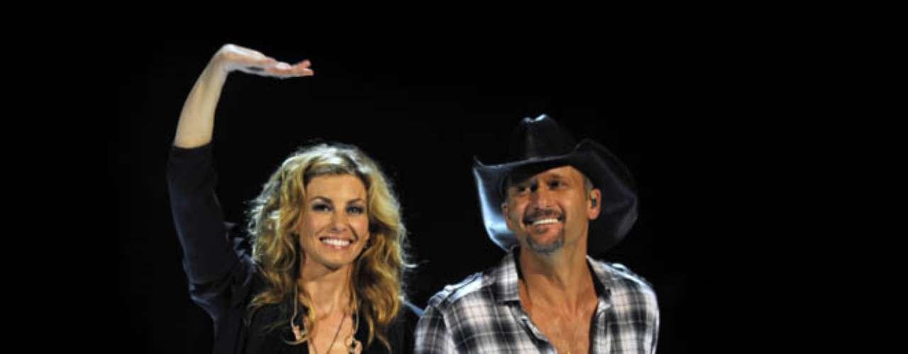 3. Tim McGraw y Faith Hill. Llevan cerca de 16 años de matrimonio y han vendido un total de 60.9 millones de sus discos.
