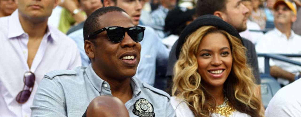 2. Jay-Z y Beyoncé. Ambos han vendido un total de 62.3 millones de copias de sus álbumes, de los cuales 32.2 millones corresponden al rapero, y 30.1 millones a la intérprete de 'Single Ladies'.