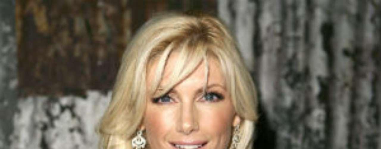 La modelo Brande Roderick está casada con el ex linebacker de Denver Broncos, Glenn Cadrez. Tuvo apariciones en el programa 'Baywatch'.