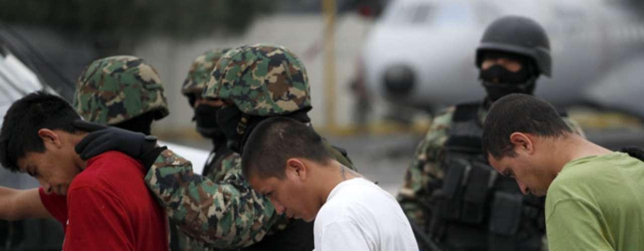 A dos años de que Los Zetas se separaron de sus aliados del cártel del Golfo una escisión en la que Treviño tuvo un papel primordial-, el grupo delictivo se convirtió en uno de los dos más grandes del país y ahora libra una lucha con el cártel de Sinaloa.