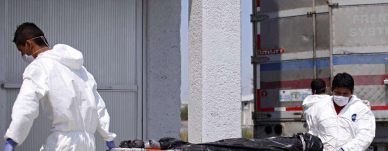 Las peleas internas de Los Zetas se han sumado a la violencia del conflicto entre grupos rivales. Las peleas intestinas se extendieron al estado casi siempre tranquilo de San Luis Potosí, donde la policía encontró a mediados de agosto una camioneta con 14 cadáveres dentro.