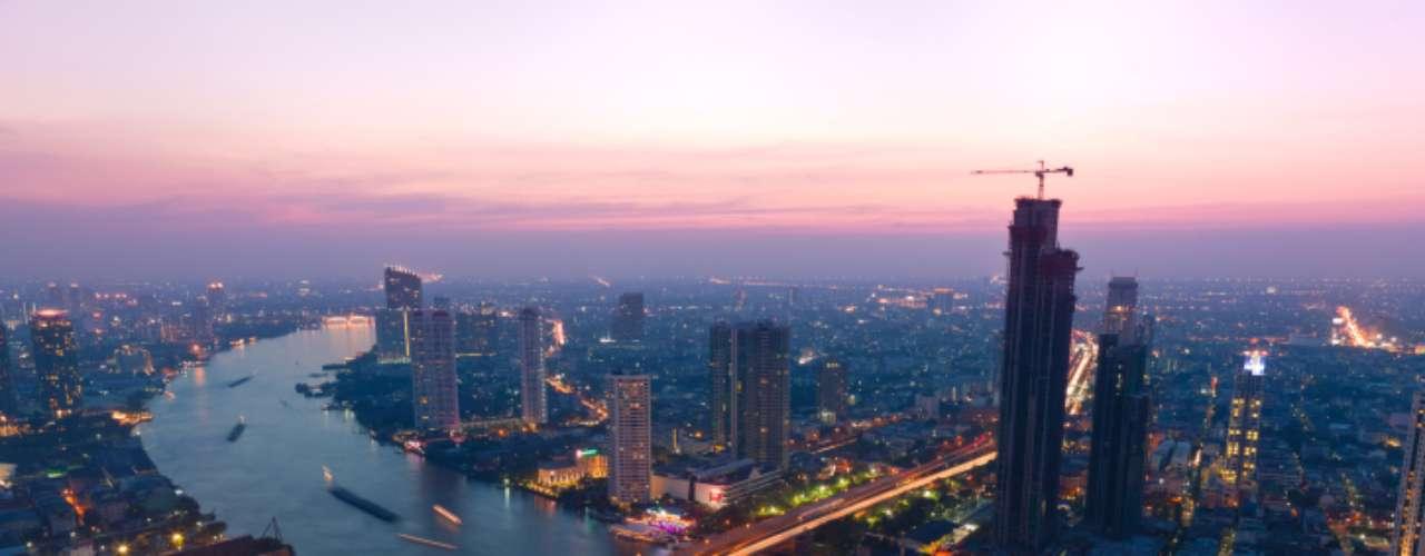 Bangkok, Tailandia. En esta ciudad, la temperatura promedia los 40ºC. Además, la humedad siempre es alta.