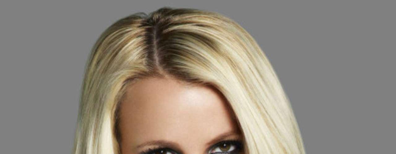 Britney Spears - @britneyspears - Más de 19.500.000 seguidores. La cantante aprovecha cualquier situación para estar en boca de todos, y Twitter es una de sus formas preferidas para conseguirlo. Desde la publicación de fotos provocativas hasta conversaciones con el Curiosity. Aún así, un 55% de sus seguidores son falsos.