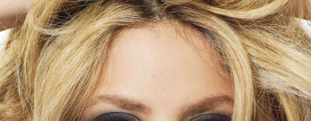 Shakira - @shakira - Más de 17.500.000 seguidores. La cuenta de Twitter de Shakira es una ventana tanto de sus proyectos y novedades profesionales como de su vida privada. No es de extrañar que atraiga a tantos 'followers', aunque la mitad de ellos son 'fake'.