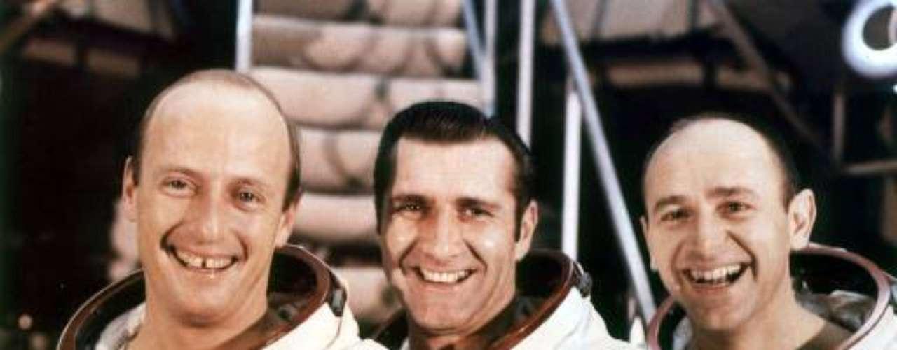 Alan L. Bean (a la derecha). Apolo 12, 1969. Nacido en 1932.