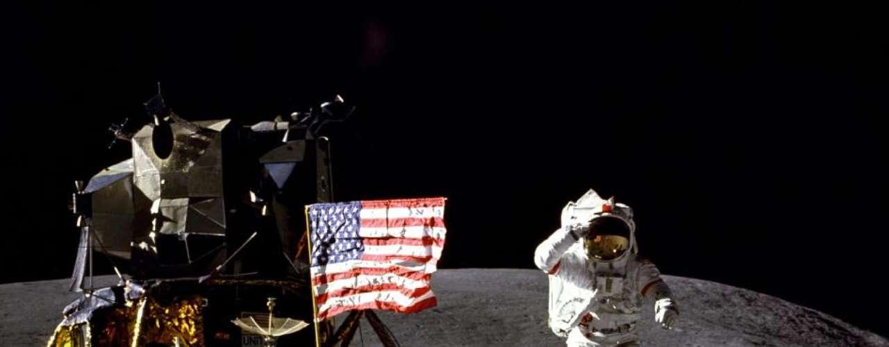 John Young, Apolo 16, 1972. Nacido en 1930.