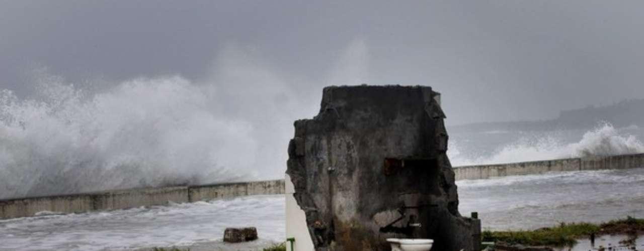 Esta casa, ubicada en el Malecón de Baracoa en Cuba, quedó destruida tras el paso de la Tormenta Isaac.