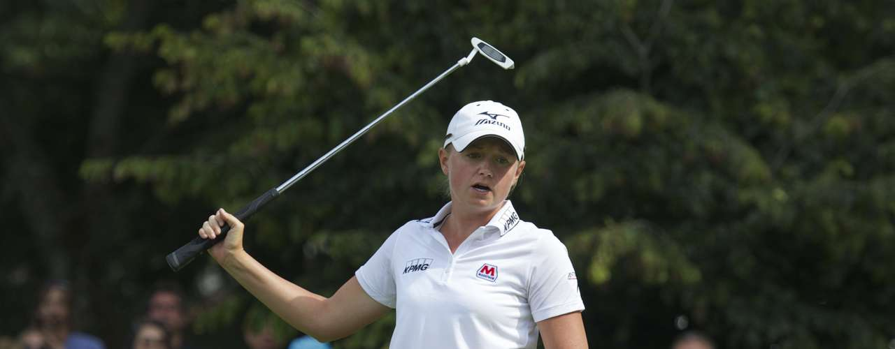 Stacy Lewis of the U.S. reacts after missing a putt on the fifth green during the final round of the LPGA Canadian Women's Open golf tournament in Coquitlam, British Columbia August 26, 2012.  REUTERS/Andy Clark  (CANADA - Tags: SPORT GOLF)