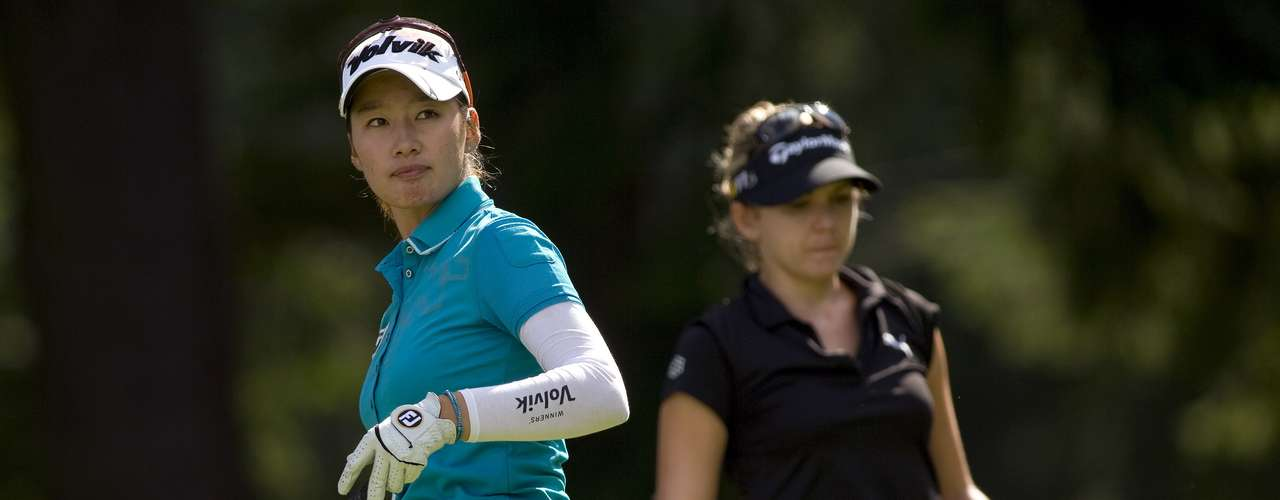 Chella Choi of South Korea (L) and Sydnee Michaels of the U.S. prepare to tee off of the 7th hole during the final round of the LPGA Canadian Women's Open golf tournament in Coquitlam, British Columbia August 26, 2012. REUTERS/Ben Nelms (CANADA - Tags: SPORT GOLF)