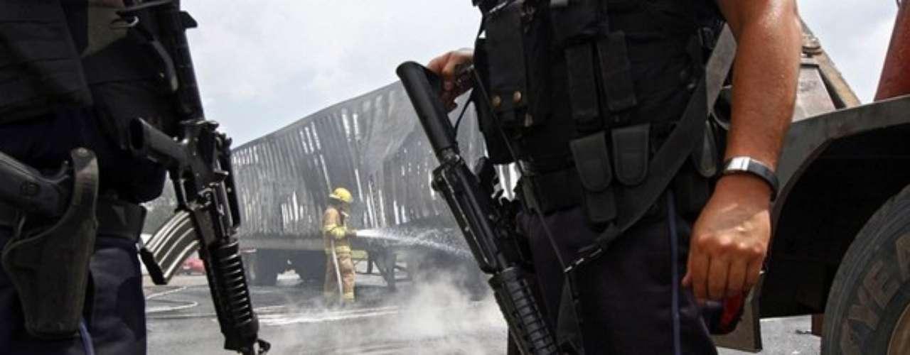 La policía controló la situación y en el operativo se dieron de baja a seis presuntos miembros del cártel Nueva Generación que opera en Jalisco