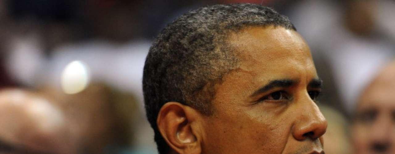 Barack Obama fue y es el primer presidente afroamericano de Estados Unidos y además es considerado súper sexy por gran cantidad de mujeres. Además, Obama se muestra cómo es junto a su familia y sus hijas, y eso enamora mucho más.