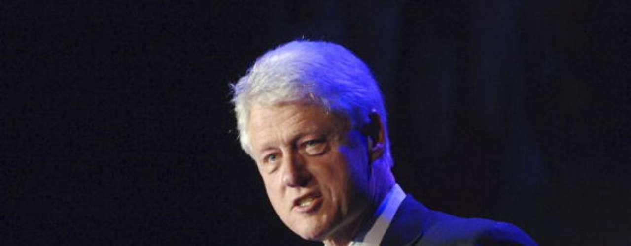 Bill Clinton es otro de los expresidentes de Estados Unidos que dejó su huella en el sexo opuesto. Sólo a un hombre tan lindo su esposa puede perdonarle una infidelidad conocida por casi toda la humanidad, ¿o no?