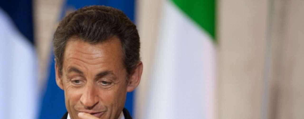 Si Nicolas Sarkozy es apuesto o no, es una discusión que puede durar horas, y sobre todo, nunca nadie se podrá de acuerdo. Pero si el ex presidente de Francia pudo conquistar a la ex modelo y hermosísima Carla Bruni, entonces solo ya no hay más nada que decir.