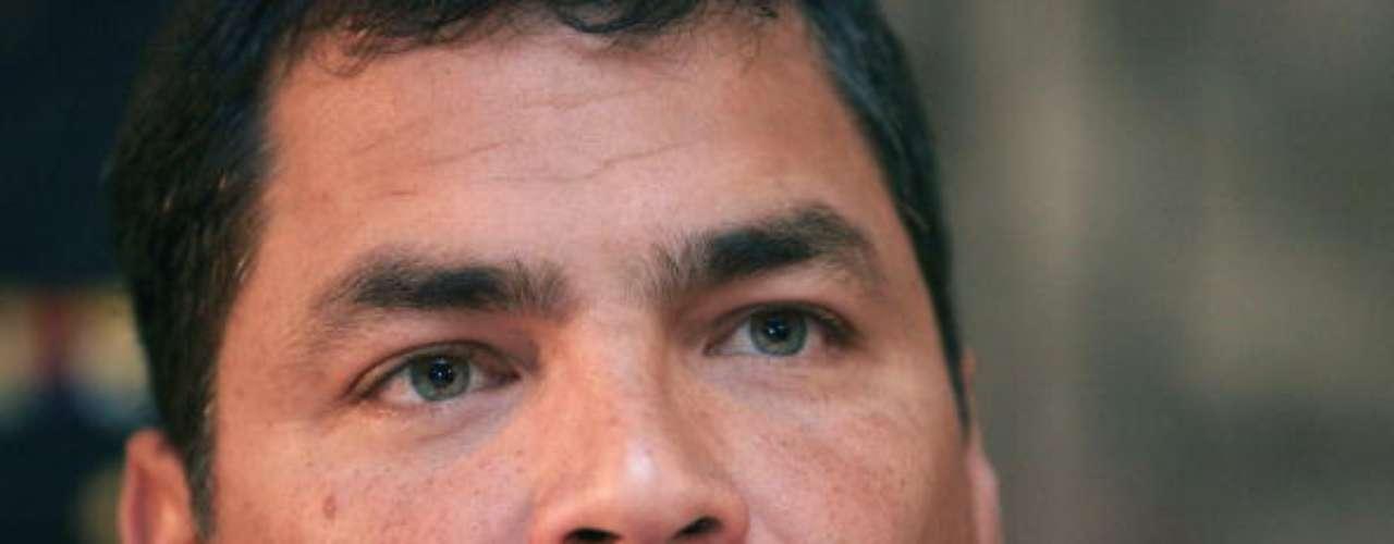 Rafael Correa es el actual presidente de Ecuador y uno de los más jovenes presidentes que hay en el mundo. La juventud hace que, comparado con otros mandatarios, la belleza de Correa ya corra con ventaja.
