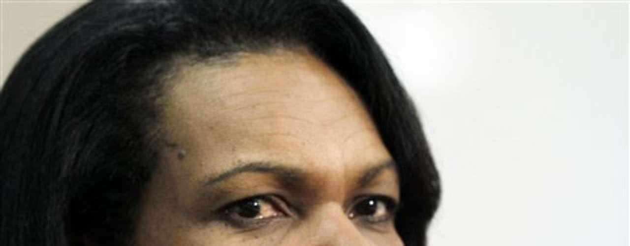 Condolezza Rice fue asesora de Seguridad Nacional durante el primer gobierno de George W. Bush y de allí que se supo que es una mujer de personalidad fuerte, pero de una belleza exótica.