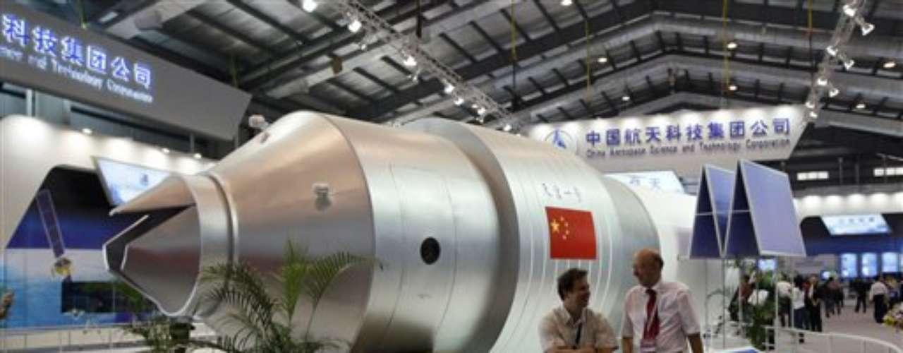 Una misión posterior (Chang'e-4) prevé, por su parte, el regreso de una sonda lunar a la Tierra. El programa debe culminar luego con el envío de hombres a la Luna. \