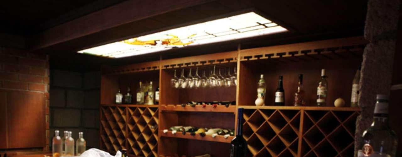 Un bar a todo lujo se encontró en el interior de una residencia en donde fue arrestado el capo Édgar Valdez, alias 'La Barbie', en agosto del 2010.