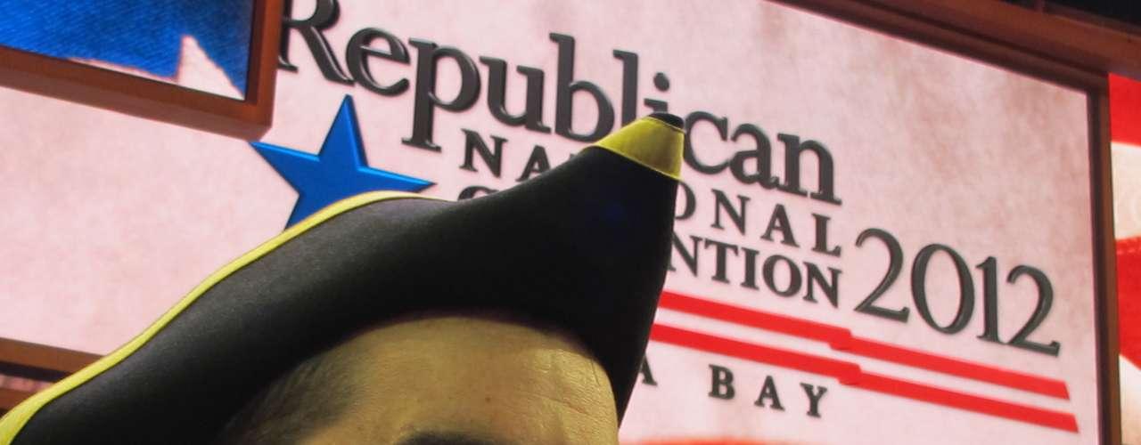 Los delegados ya están mostrando sus colores y sus modelos de sombreros o gorros, típicos en las convenciones.