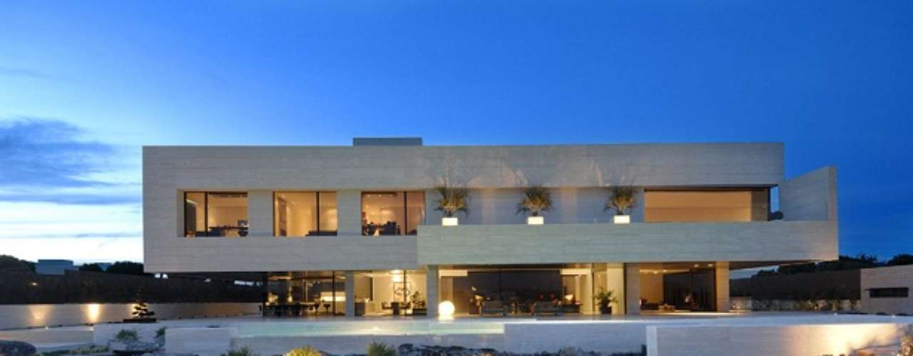 When Cristiano Ronaldo moved to Madrid bought this house currently valued at 5 million euros.