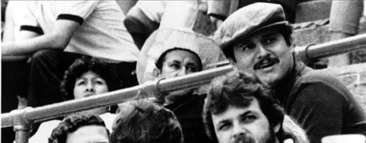 Durante los '80, el cártel de Medellín liderado por Escobar mantuvo una lucha sanguinaria contra el Gobierno para que éste prohibira las extradiciones. El cártel mató a jueces, un fiscal general, ministros, periodístas y policías, además de civiles.