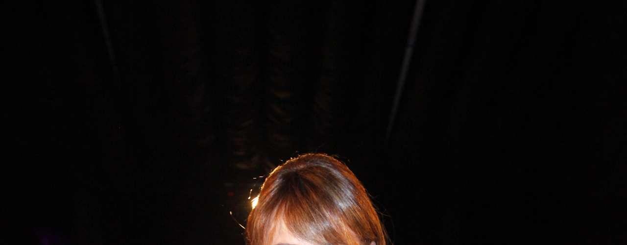 La noche de este lunes se llevó a cabo la inauguración del evento Santiago D-Moda, donde fue Carolina Ardohain, más conocida como Pampita, quién se robó todos los flashes al aparecer en la pasarela convertida en una flamante novia. En la cita también se hicieron presentes varios rostros del espectáculo nacional como Kel Calderón, María Eugenia Larraín, Eva Gómez, Julia Vial, Ignacia Allamand, Lorena Capetillo, entre otros.