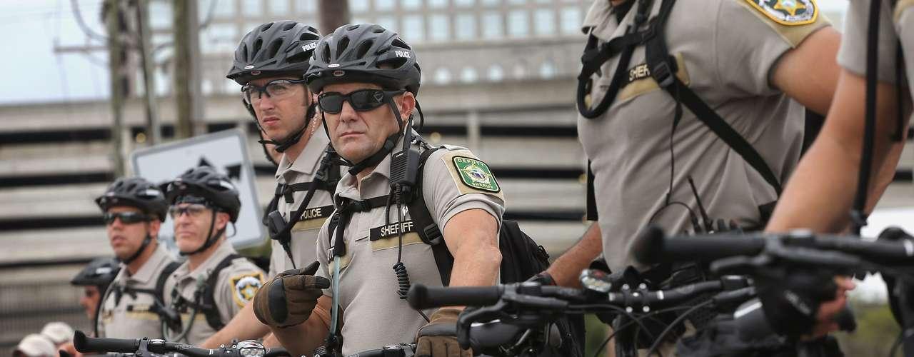 $6 millones  El dinero que gastó la Policía en equipo portátil y móviles para poder hacer cumplir la ley. Una vez termine el equipo irá a manos del condado de Hillsborough  para que se pueda utilizar en ocasiones futuras.