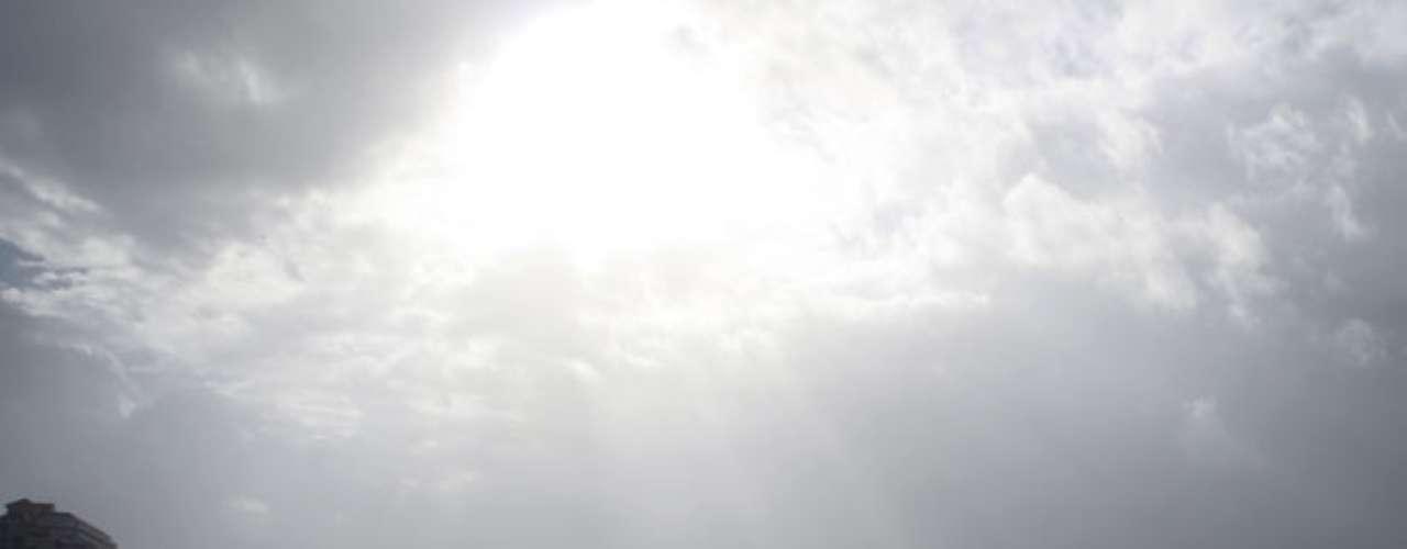 Temprano se informó que un avión de reconocimiento había detectado que 'Isaac' estaría próximo a convertirse en huracán, por lo que existe una \