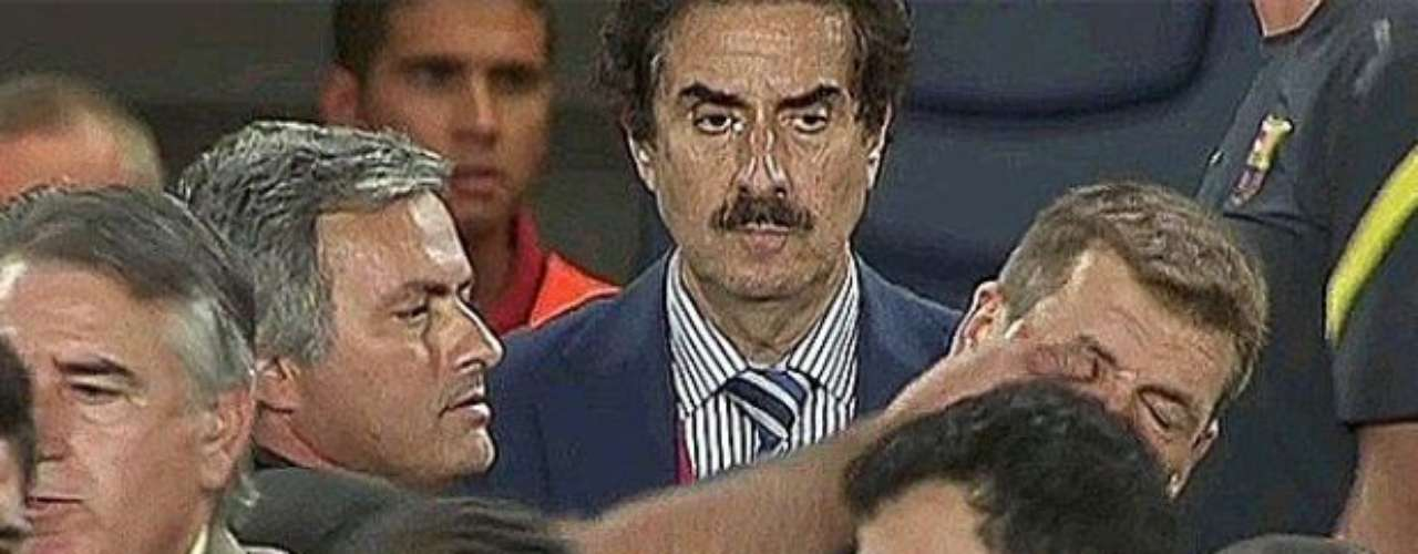 Another of the most memorable outbursts was against Tito Vilanova, current coach of Barcelona, who Mourinho stuck a finger in the eye of during the final of the Supercopa of Spain, when Vilanova was assistant to Pep Guardiola. Vilanova forgave him, but the ex-Catalan president, Joan Laporta, considereded him a traitor for having attacked from behind.