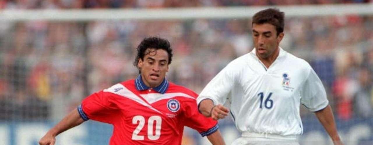 Su gran técnica y regularidad le valieron disputar con su selección la Copa del Mundo de Francia 98, donde llegaron hasta Octavos de Final, cayendo ante Brasil.