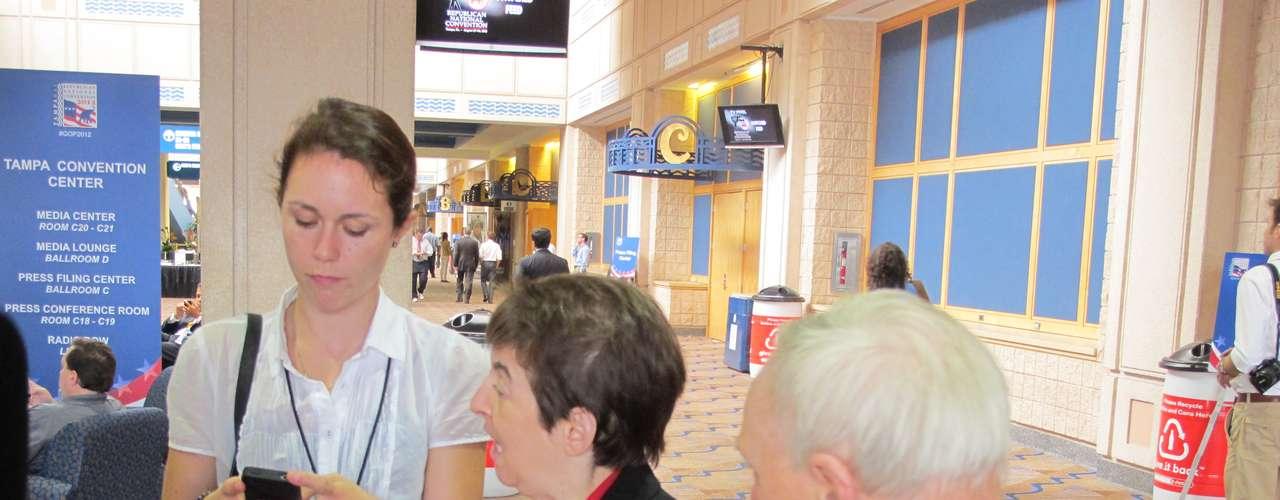 Uno de los felices hallazgos de esta Convención fue la presencia de un grupo de periodistas discapacitados, quienes están desarrollando entrevistas con delegados, dirigentes políticos y colegas.