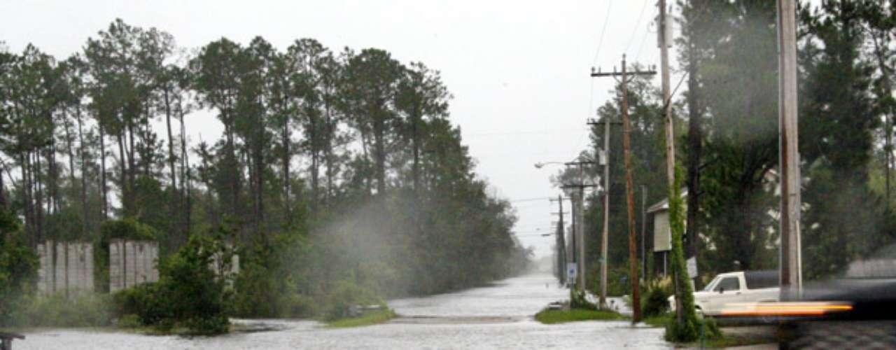 Isaac también será una prueba para el sistema de diques de Nueva Orleans que fue reforzado tras las fallas catastróficas que quedaron exhibidas durante el huracán Katrina.