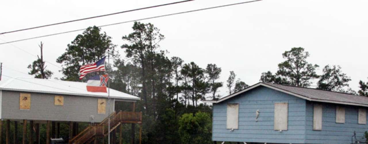 Aunque muchas personas se quedaron en sus casas, se ordenó la evacuación de las zonas bajas de Louisiana y Misisipí, donde las autoridades ordenaron el cierre de los 12 casinos que están en la costa del estado.