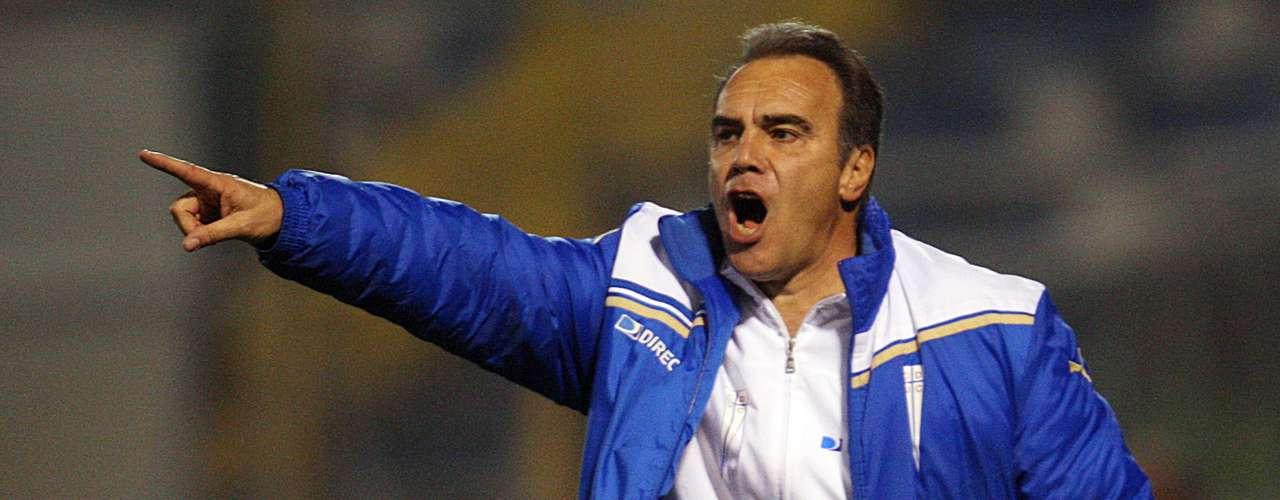 El director técnico de Universidad Católica, Martín Lassarte, logró la victoria.