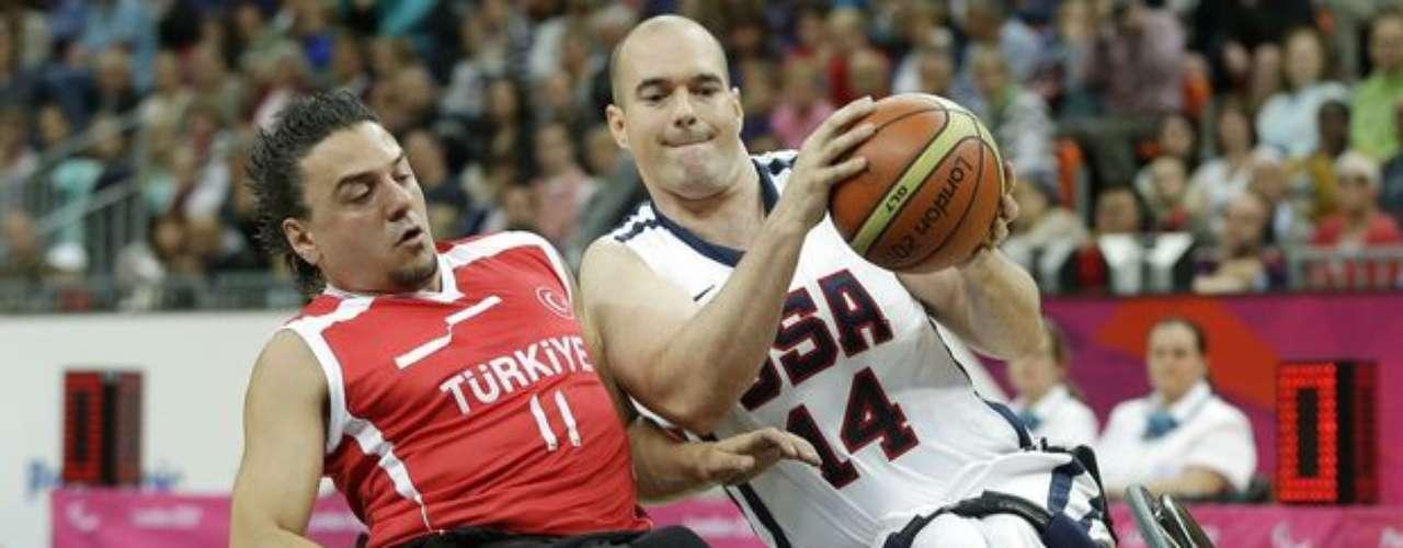 Los turcos se llevaron el partido gracias a un gran último periodo en el que superaron a los estadounidenses por 17-5. Resultado final: Turquía 59 - Estados Unidos 50.